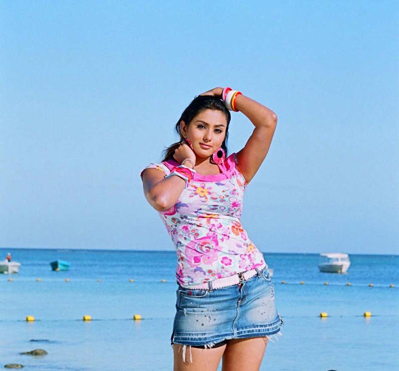 South Hot Namitha Latest Body Sjhow Sexy Still Photos navel show