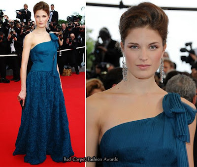 Vestido de madrinha na cor azul petroleo