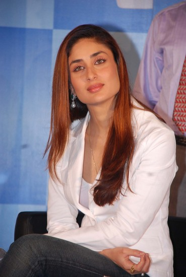 Pics Of Kareena Kapoor House. kareena kapoor hot kiss pic