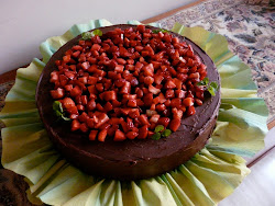 Torta de Chocolate con Fresas Picaditas