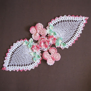 Free Crochet Patterns For Butterfly Doilies : BellaCrochet: Butterfly and Roses Pineapple Doilies ...