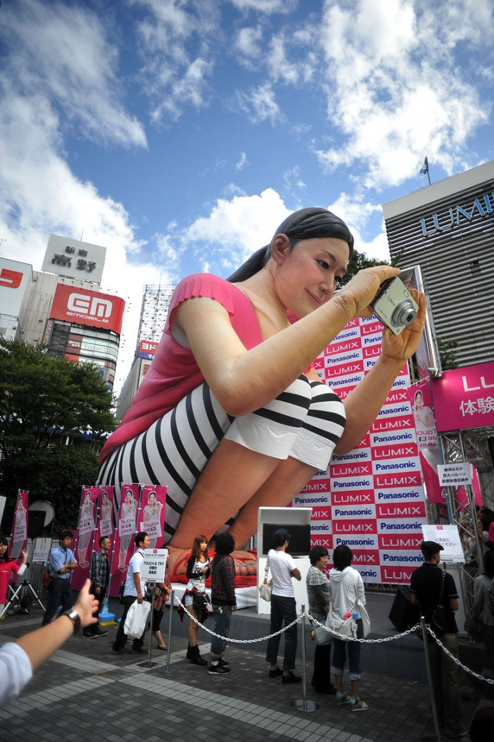 http://2.bp.blogspot.com/_JGgzOkYhIb0/TLE8VFdGcgI/AAAAAAAAGuk/O8Tyu04ayZM/s1600/lumix_promotion_3.jpg