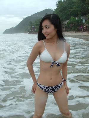 Foto cewek Indo sexy hot honey on the beach, toket perawan