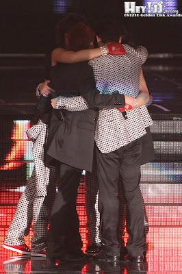 Hug & Hug .. Mas que un sentimiento TVXQ HUG+YOU%21%21%21+%282%29