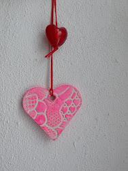 Sådan laver du et hjerte af keramikler.