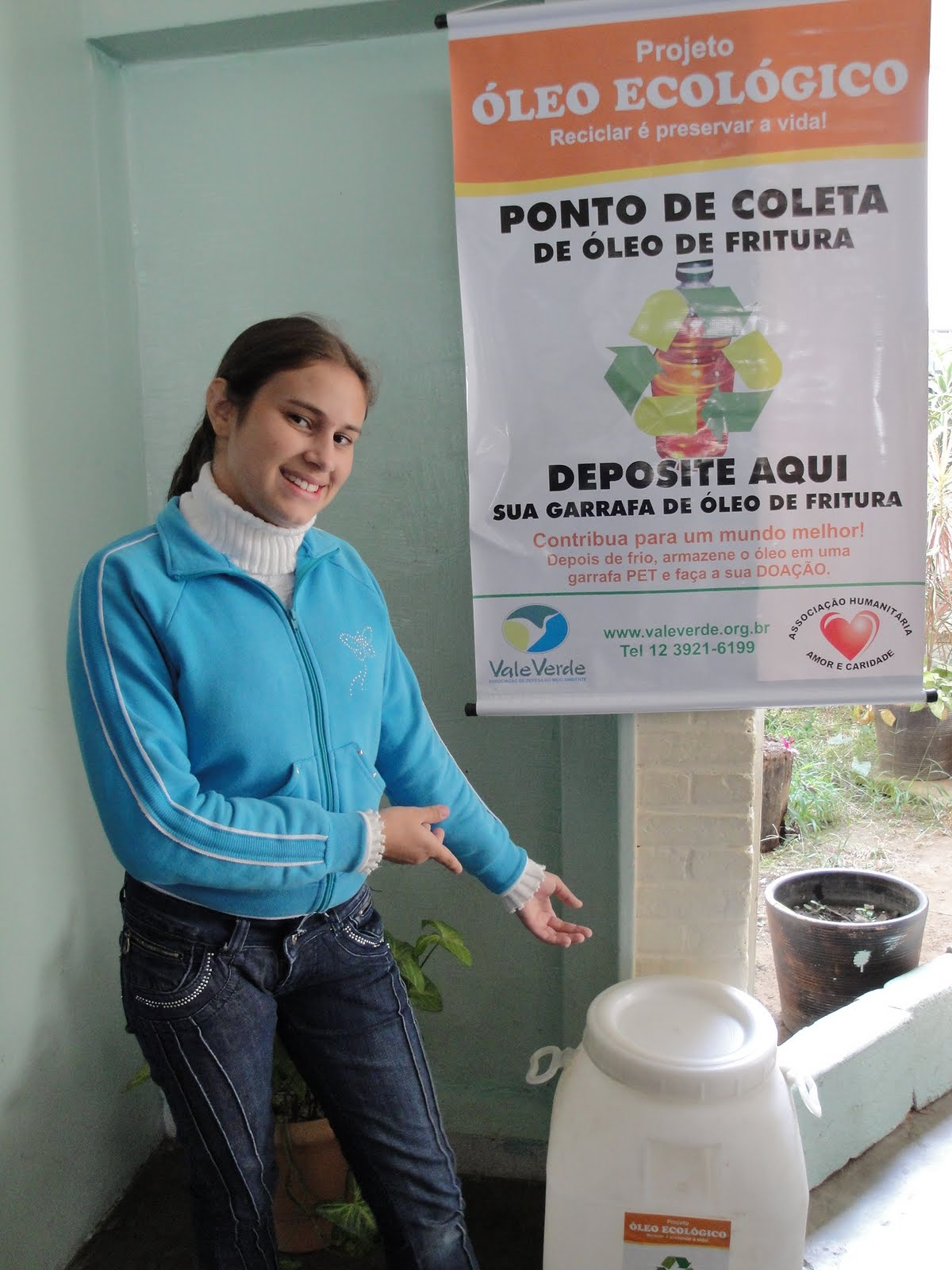 Projeto Mão na Terra: Escola instala posto de coleta de resíduo de  #337D98 1200 1600