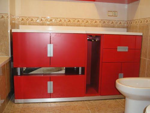 Estilo muebles mueble de ba o lacado en color rojo mate for Zocalos de aluminio para muebles de cocina