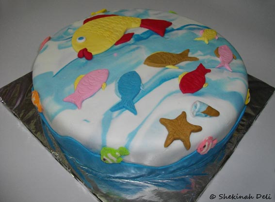 Fish Theme Birthday Birthday Cake http://shekinahdeli.blogspot.com/2010/06/celebration-cake-fish-theme.html