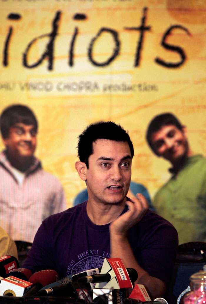 Pictures Of Amir Khan In 3 Idiots Wallpapers Kidskunst Info