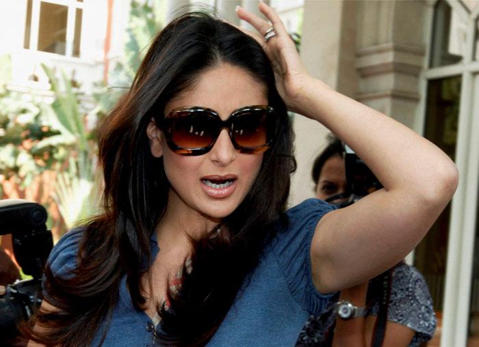 kissing images of kareena kapoor. Aamir, Kareena Kapoor kiss for
