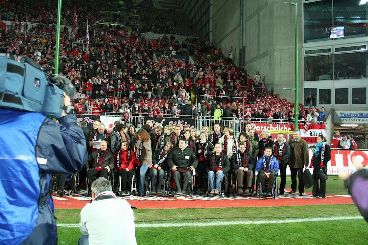 莎尔州的奥运会选手在凯泽斯劳腾足球场接受表彰,4万观众到场。