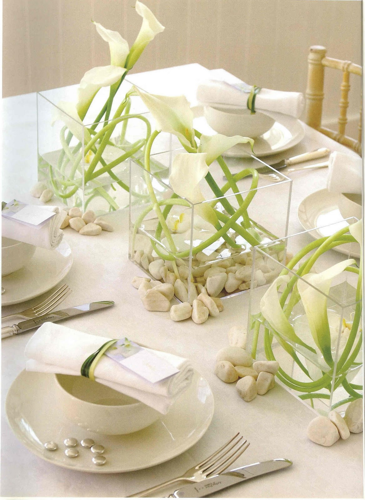 Premium flowers wedding themes calla lily for Floral table decorations for weddings