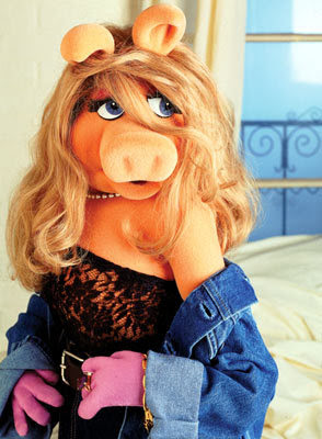 Miss Piggy in red carpet pose