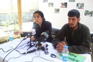 [Image: Farah_victims_PressConference2.JPG]