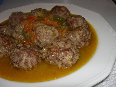 Articole culinare : Chiftelute cu orez si carne de vita