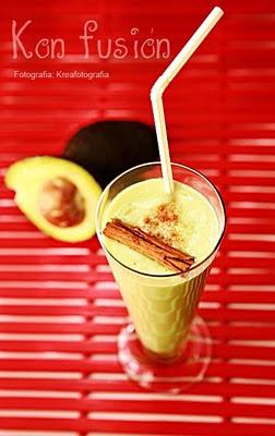 batido aguacate aroma canela miel delicioso Avocado smoothie delicious honey cinnamon scentAvocado-Smoothie köstlichen Honig-Zimt Duft