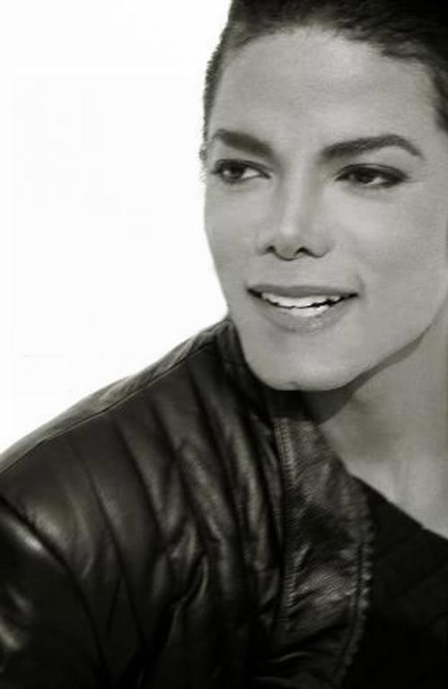 Qual o melhor ensaio fotográfico de Michael ? MichaelJacksonbyHerbRitts-BlackL-1