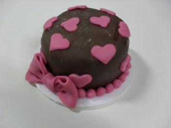 mini bolo marrom de coraçao