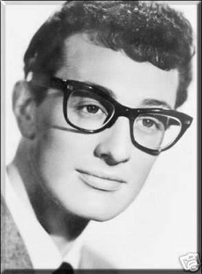 Este chico se llamaba Buddy Holly y murió hace muchos años