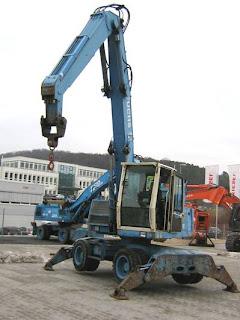3 794302 EXCAVATOR INDUSTRIAL Fuchs MHL320 pentru depozite fier vechi second hand 2000 57.900 Euro