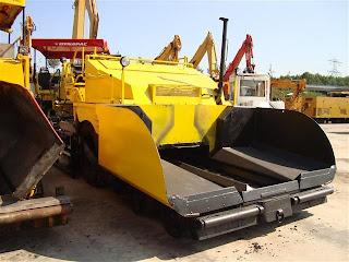 2 723791 REPARTIZOR ASFALT DEMAG DF 115 P Second Hand de vanzare utilaje drumuri asfalt 2002 52.500 Euro