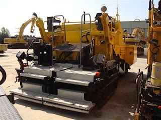 3 727274 REPARTIZOR ASFALT DEMAG DF 115 P Second Hand de vanzare utilaje drumuri asfalt 2002 52.500 Euro