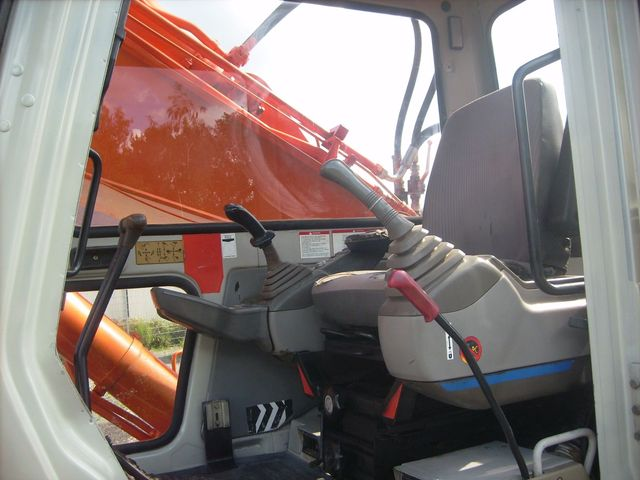 EXCAVATOR PE SENILE Fiat-Hitachi FH 220.3 excavatoare second hand 22t