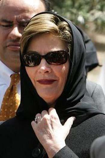 http://2.bp.blogspot.com/_JUSfaHCfsVw/TNJ-qGYBQ5I/AAAAAAAAASI/rRkxW0eYaWQ/s1600/Laura_Bush_Hijab.jpg