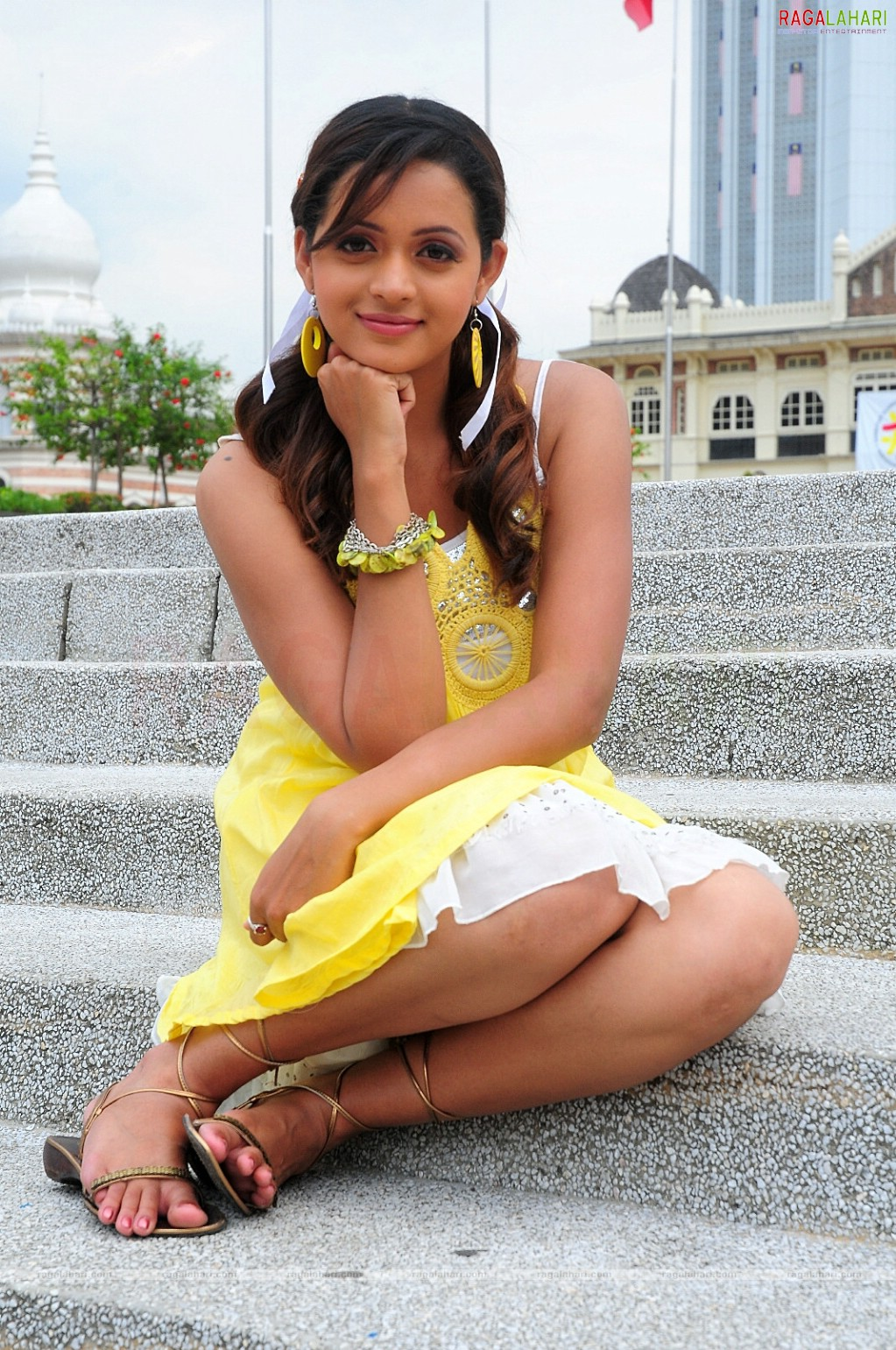 Displaying 20> Images For - Bhavana Thighs...