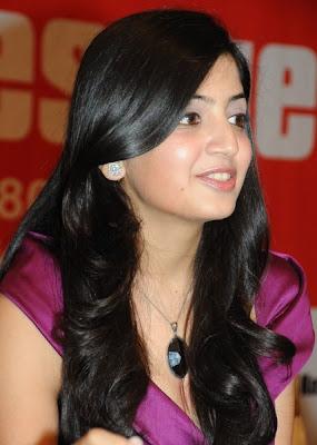 Poonam Kaur is looking so nice in dark pink dress