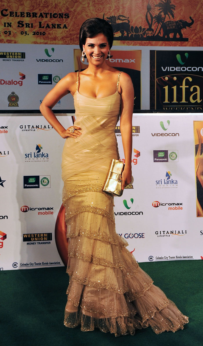 Lara Dutts wardrobe break down in IIFA award ceremony 2010 photos & Video