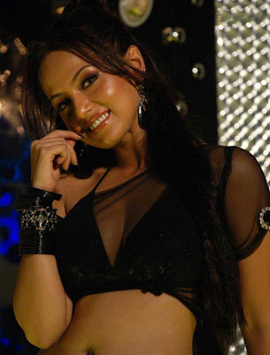Sana khan is bollywood actress