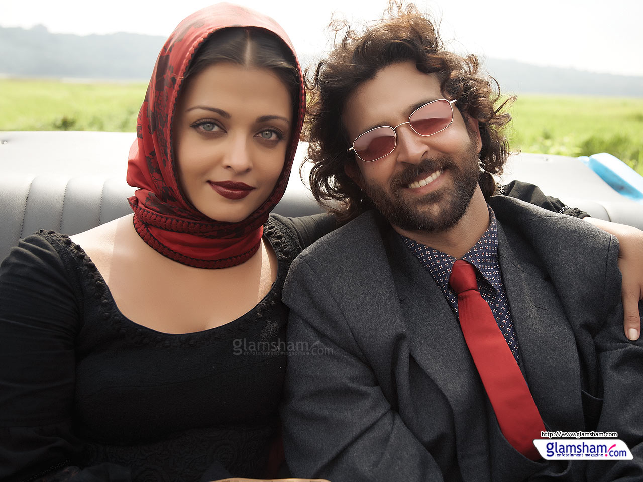 http://2.bp.blogspot.com/_JUw2aRvPUwc/TJ1-NBEy0WI/AAAAAAAAX7g/r4PACpQ1cr4/s1600/Aishwarya+Rai+%26+Hrithik+Roshan+next+movie+%27Guzaarish%27+Wallpapers+02.jpg