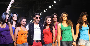 who is looking sexiest between this actresses?