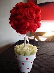 arbolito de rosas de voile rojas