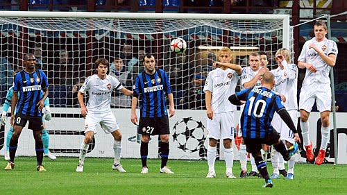 sneijder+free+kick.jpg