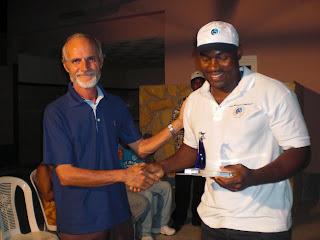Armando Angélico recebe Troféu