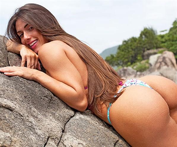 """Capas da """"Playboy"""" de Nicole Bahls caem na rede"""