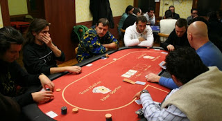 Small Pairs in Texas Hold'em poker