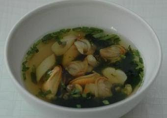 """Humphrey's pool"" - a shellfish broth with mussels, razor clams, cockles and seaweed"