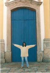 Eis a porta. Ei-la.
