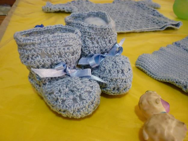 Ropa de bebe tejida al crochet - Imagui
