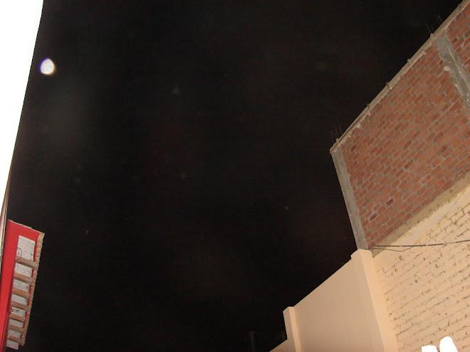 6-Mayo-7-8,2010,Trabajadores de Luz, Miren este super avistamiento ET d Luz arriba y abajo...