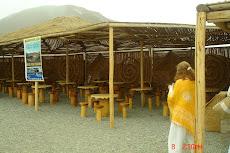Lugar de descanso con mesas para comer,comprar prod de Caral etc 8/08/2008