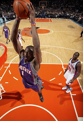Amare Stoudamire of the Phoenix Suns, dunking over the New York Knicks