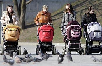 молодые мамочки с колясками