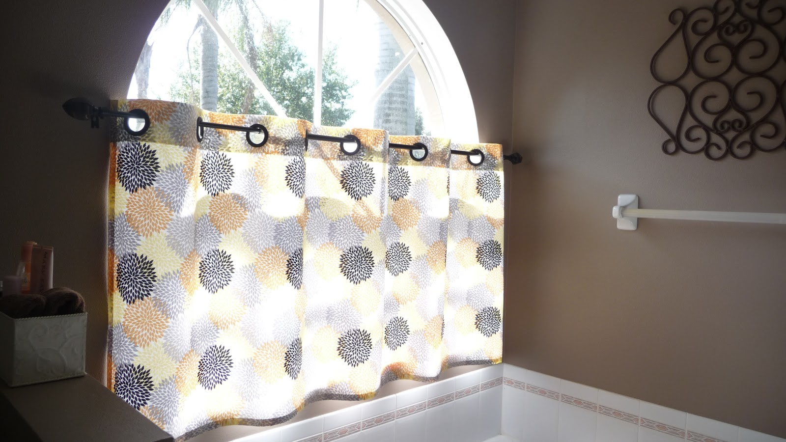 Blue Susan makes: Cafe Curtains with Grommets