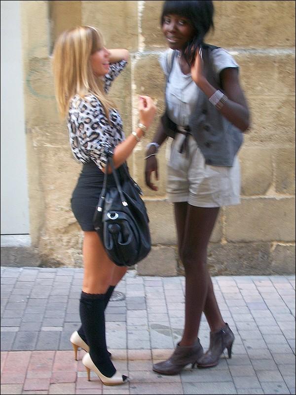 2 copines rencontrees dans la rue - 3 5