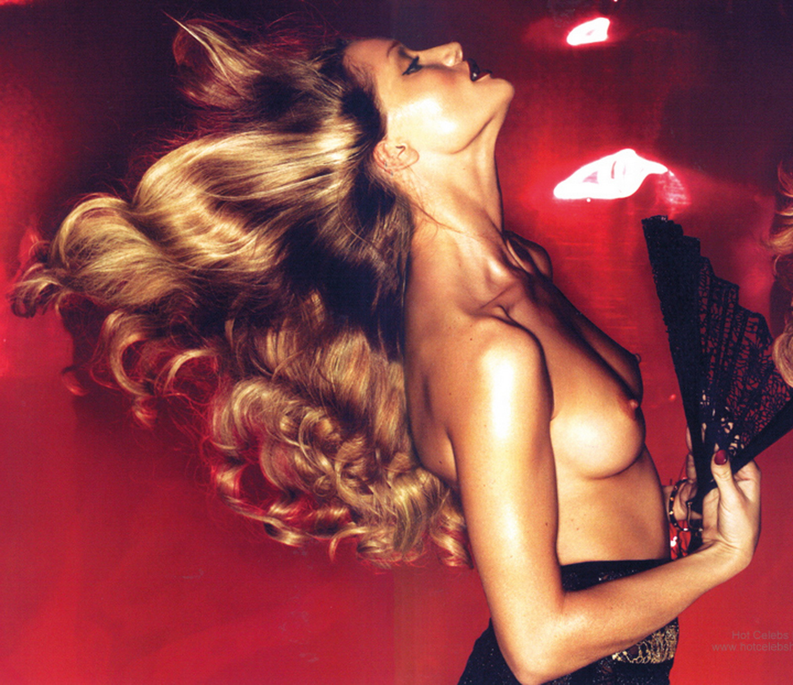 http://2.bp.blogspot.com/_Jgc-vQ1t70k/TUkkRX3phsI/AAAAAAAAAlg/POWJPM3hddo/s1600/Rosie_Huntington_Whiteley_toplessamazing_breast_in_Vogue_UK_magazine.jpg