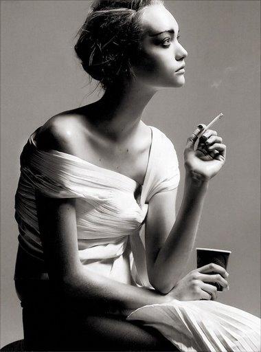 [1bl4ck-065-Gemma_Ward-VogueIT0405-ph_Steven_Meisel-med.jpg]
